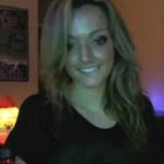 Marcelle toute chaude devant sa webcam