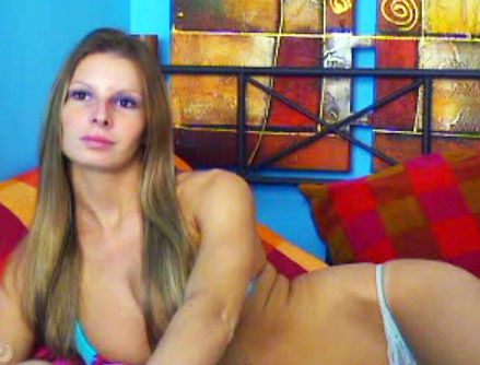 Pamela se denude devant sa cam